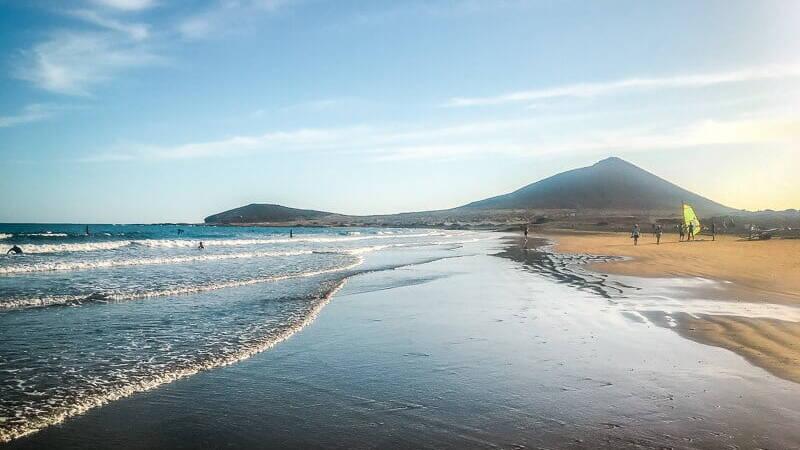 Teneriffa Sehenswürdigkeiten Playa de Médano Strand Surfer