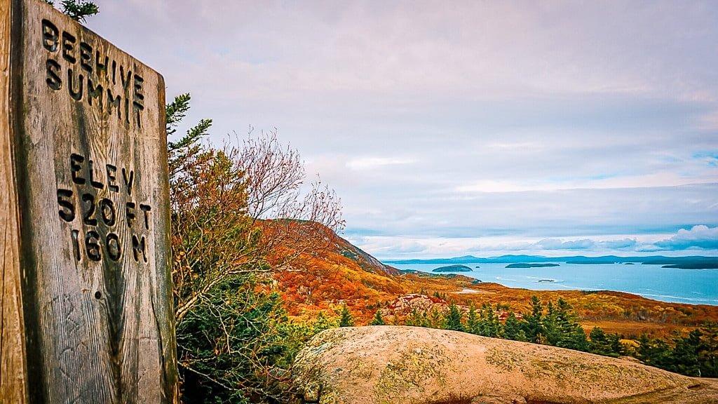 Acadia National Park wandern Beehive Trail Aussicht Meer Atlantik Indian Summer Beehive Summit Herbstfarben Wanderung