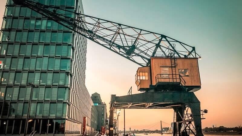 Köln Sehenswürdigkeiten Rheinauhafen Abend Sonnenuntergang Hafen