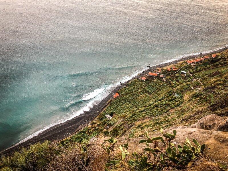 Portugal Madeira Sehenswürdigkeiten Faja dos Padres Steilküste