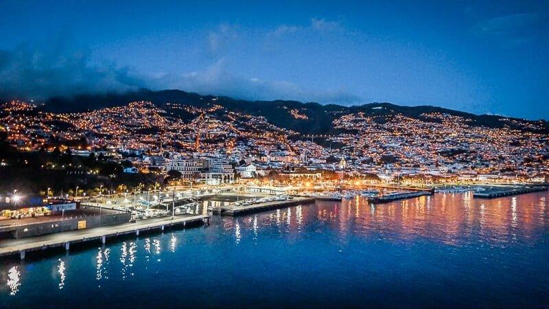 Portugal Madeira Sehenswürdigkeiten Funchal Nacht Hafen