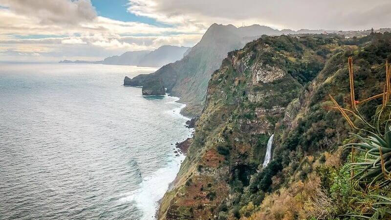 Portugal Madeira Sehenswürdigkeiten Steilküste Santana