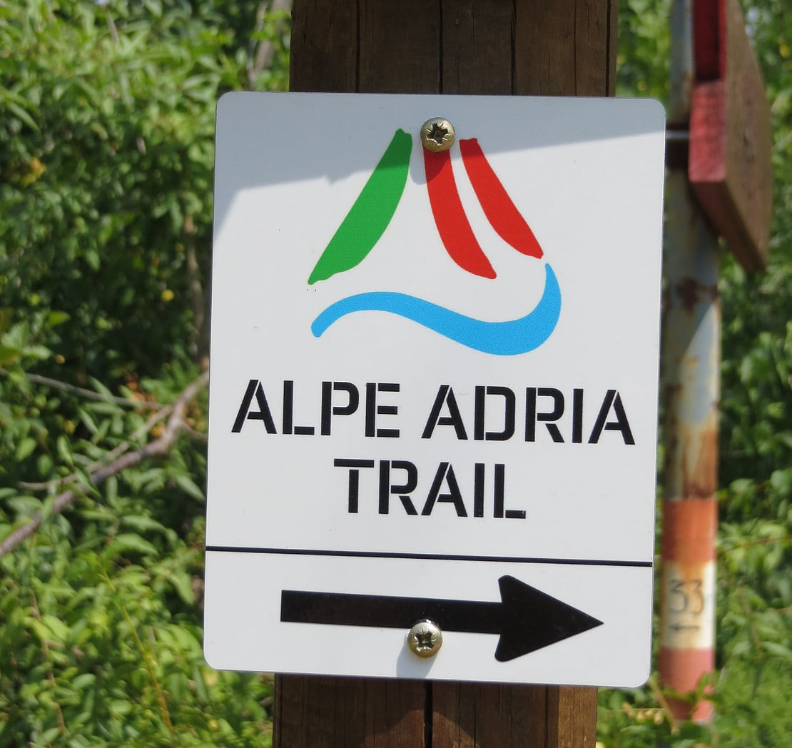 Alpe Adria Trail Beschilderung Start Wanderung