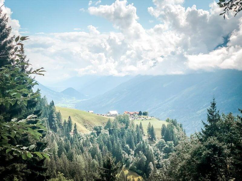 Aussicht auf das Gasthaus Himmelbauer im Mölltal