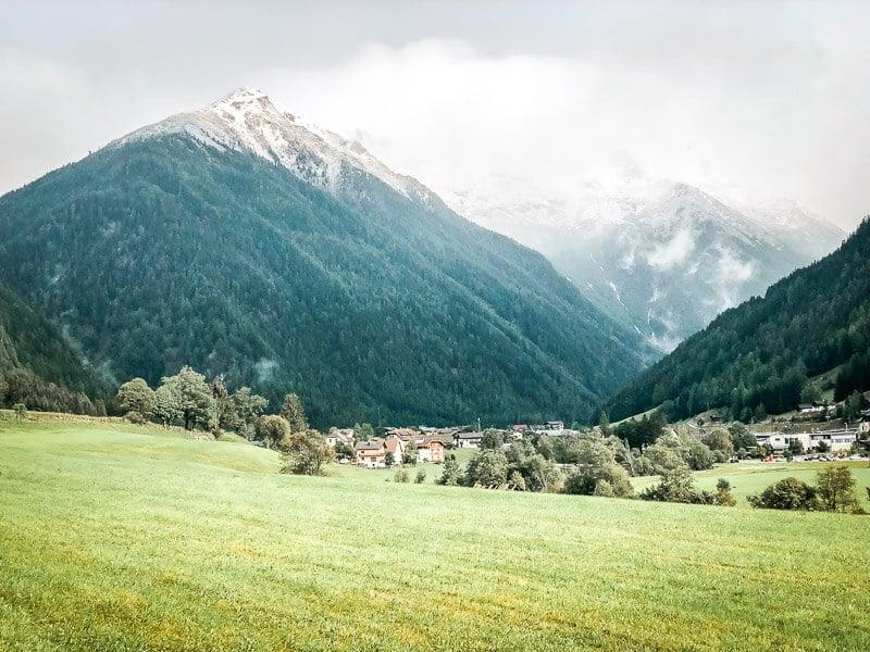 Schnee auf den Bergen bei Mallnitz im Mölltal