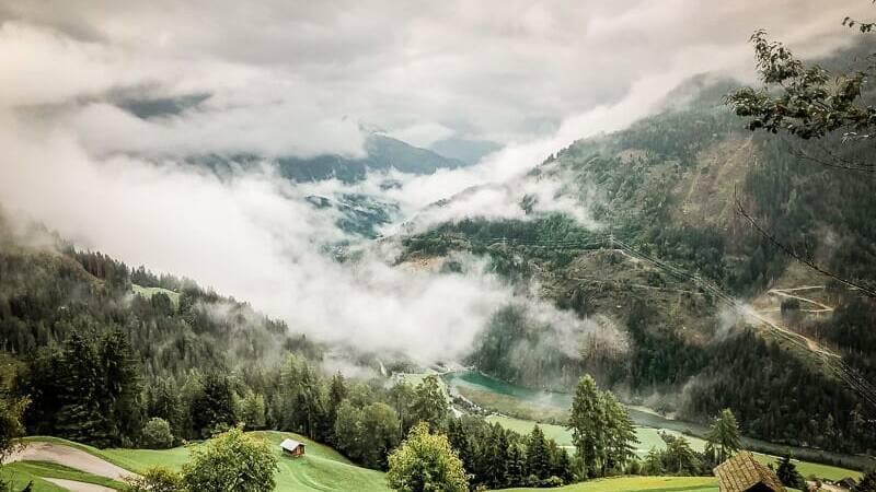 Nebelstimmung im Mölltal auf Etappe 5 des Alpe Adria Trails