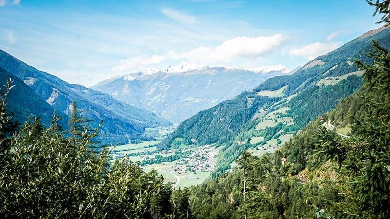 Panorama vom Aussichtspunkt Pfaffenberg auf Mallnitz-Obervellach und das Mölltal
