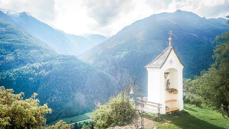 Kapelle auf dem Danielsberg mit Ausblick ins Mölltal