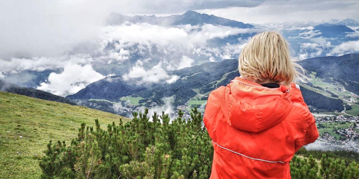 Bergpanorama im Nebel bei einer Mehrtagestour an der Zugspitze