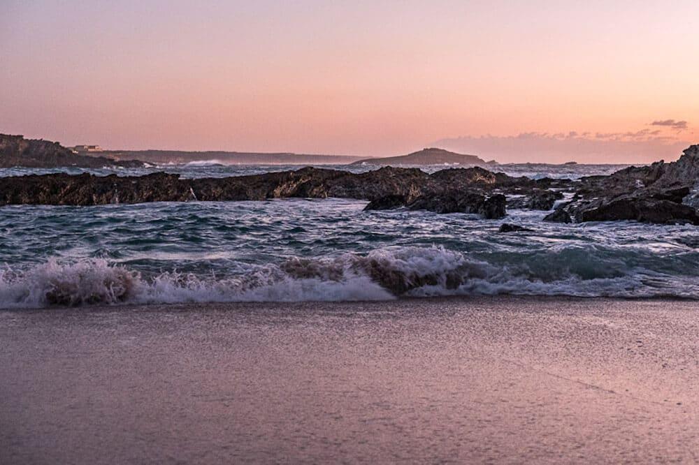 Fernwanderwege Europa: Atlantischer Ozean und Klippen auf dem Fischerweg in Portugal