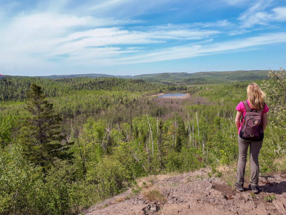 Blick auf die Wälder und Seen des Fernwanderweges Superior Hiking Trail