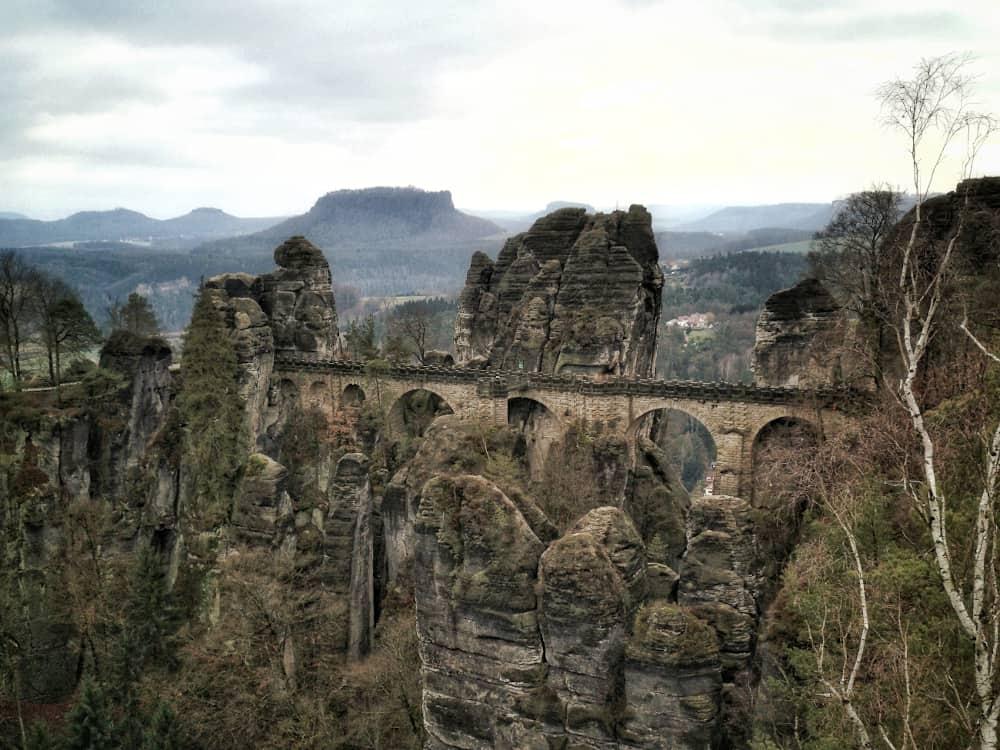 Basteibrücke auf der Rundwanderung zur Bastei in der Sächsischen Schweiz