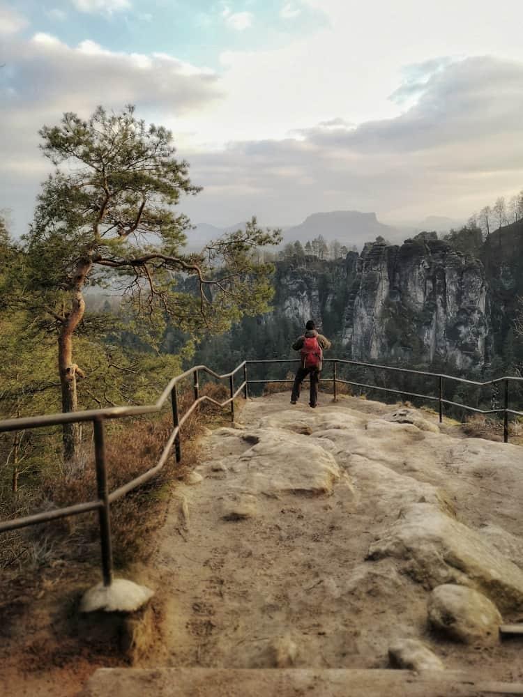Pavillonaussicht an den Schwedenlöchern auf das Elbsandsteingebirge