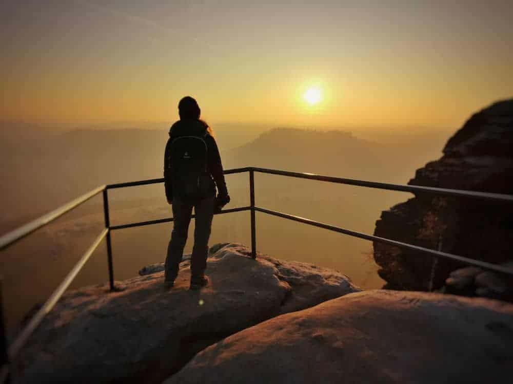 Ausblick vom Lilienstein auf den Nationalpark Sächsische Schweiz bei Sonnenuntergang