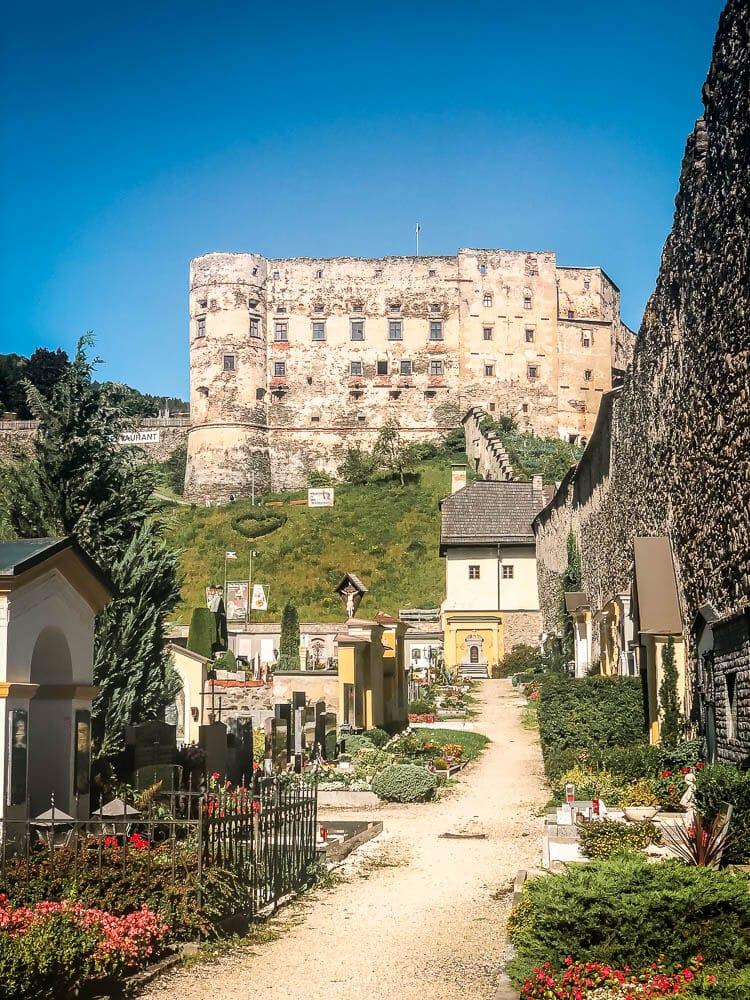 Alte Burg und Friedhof in Gmünd in Kärnten