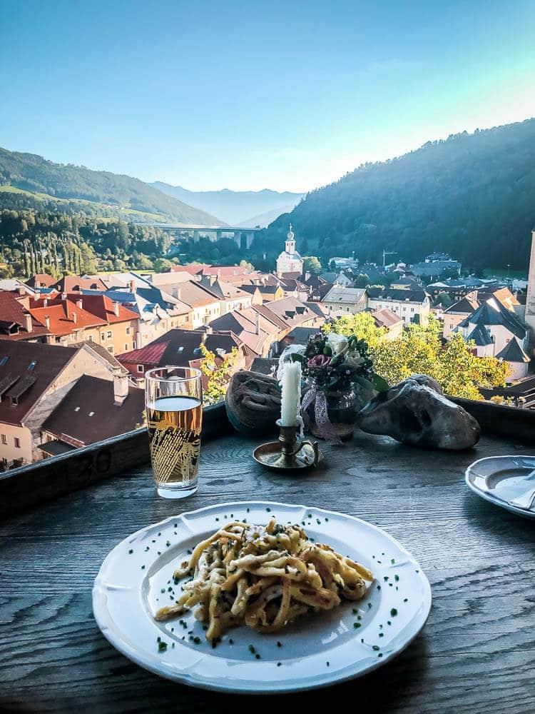 Spätzle im Burgrestaurant in Gmünd mit traumhafter Aussicht auf die Stadt