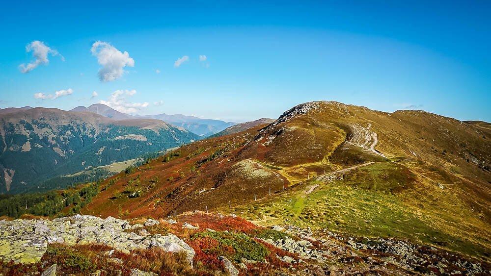 Herbstliches Bergpanorama in den Nockbergen am Tschiernock