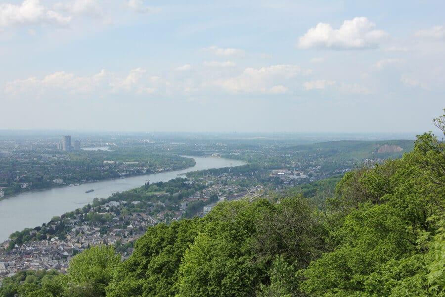 Panorama von Rhein und Stadt Bonn vom Drachenfels im Siebengebirge NRW