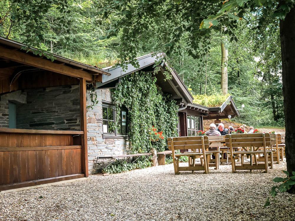 Biergarten der Knollenhütte bei Niedersorpe im Sauerland