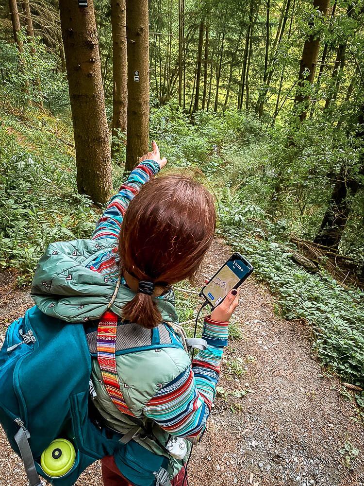 Navigation mit der Touren-App Komoot auf dem Sorper Panoramapfad