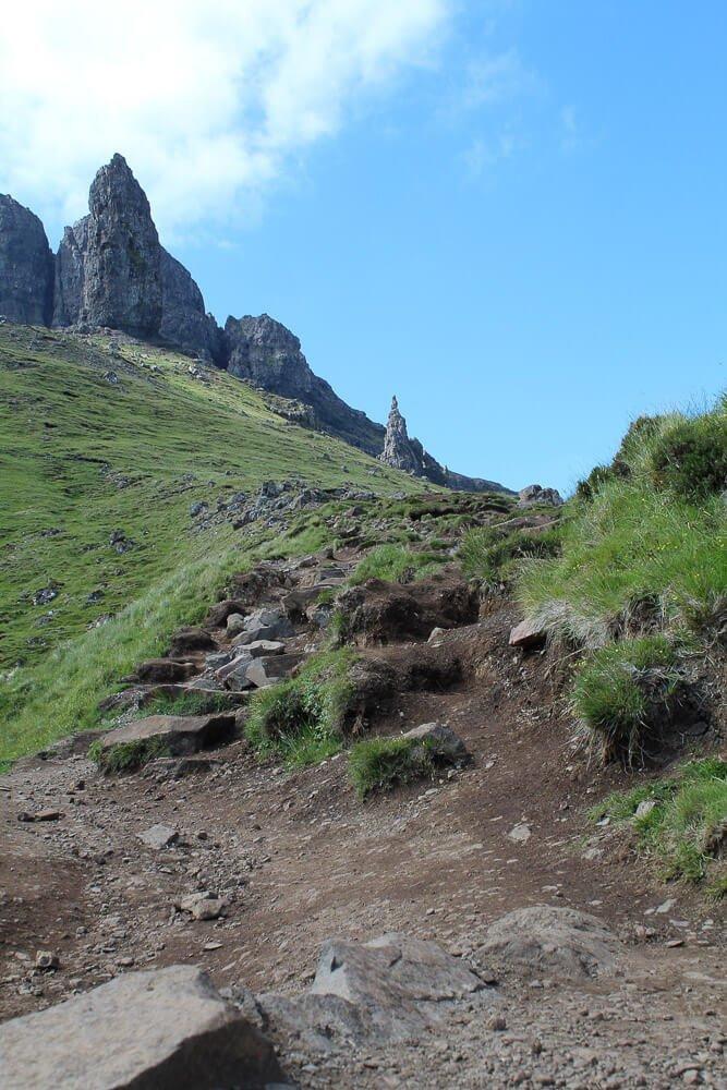 Wanderweg zum Old Man of Storr auf der Isle of Skye