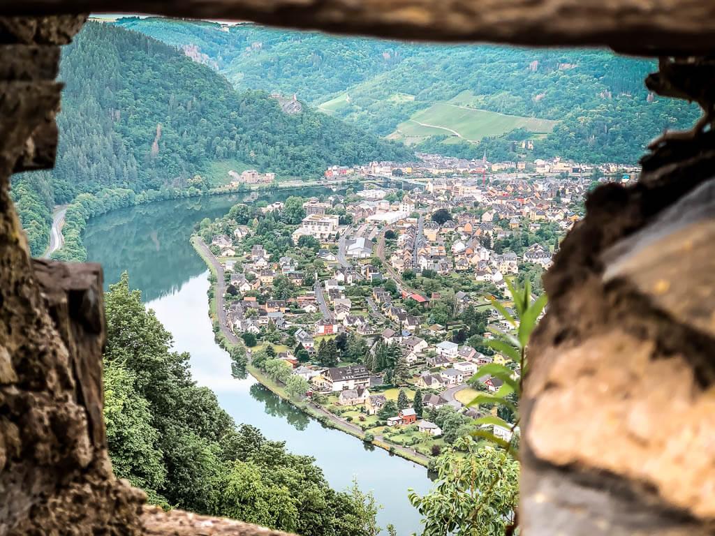 Wandern an der Mosel in Starkenburg mit schönem Panorama auf Traben-Trarbach