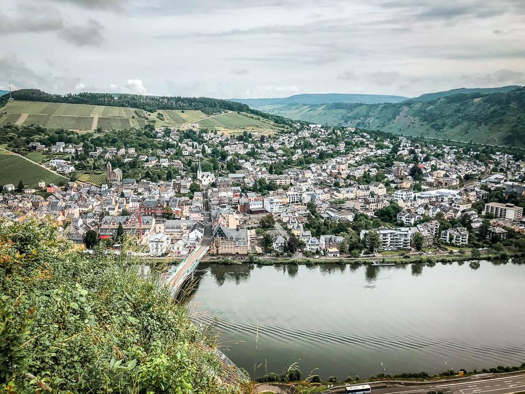 Traben-Trarbach - Ausblick auf die Stadt vom Moselsteig Etappe 13