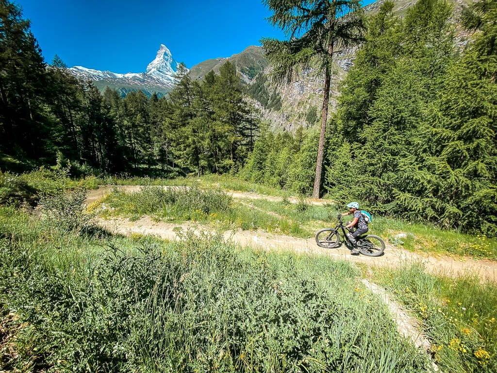 Zermatt Biken auf dem Sunnegga Trail am Matterhorn mit Couchflucht