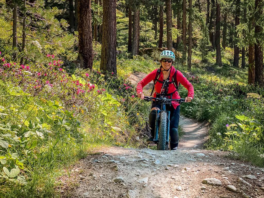 Zermatt Biken - Couchflucht mit Mountainbike auf dem Moos Trail bei Zermatt