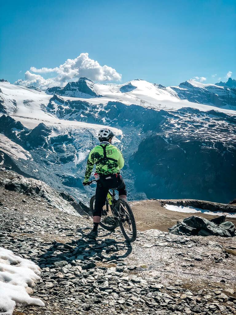 Zermatt Biken - Mountainbiker am Start der Gornergrat Classic Tour