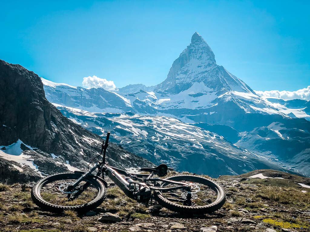 Zermatt Biken - Mountainbike vor dem Matterhorn am Gornergrat