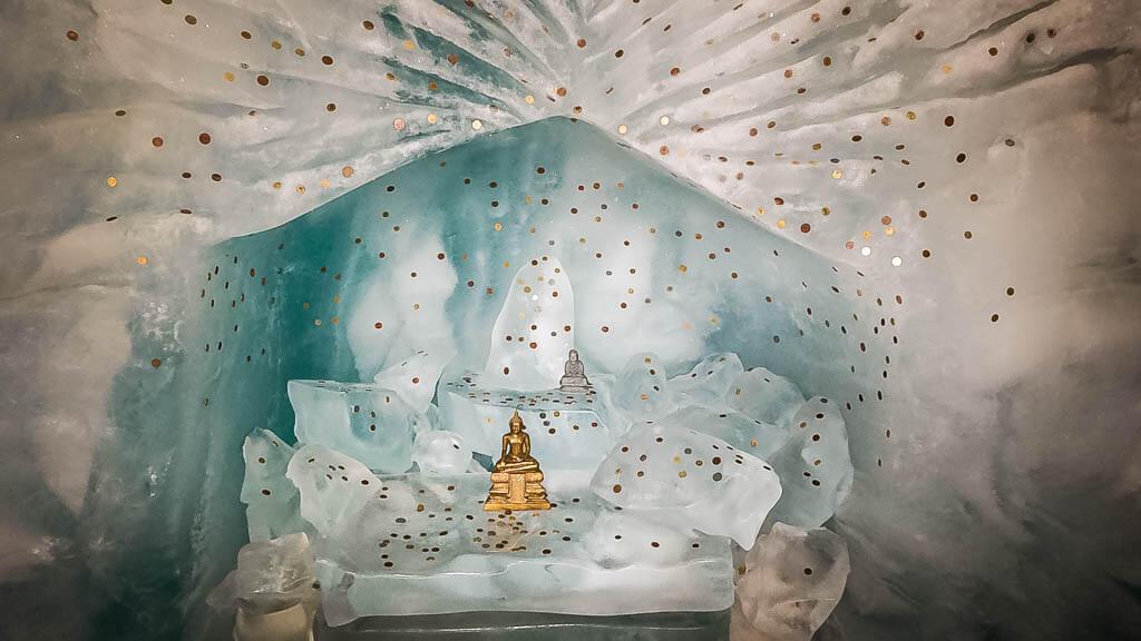 Eisskulpturen im Gletscherpalast der Matterhorn Glacier Experience