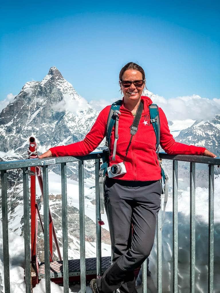 Couchflucht Sabrina Bechtold auf der Aussichtsplattform am Klein-Matterhorn