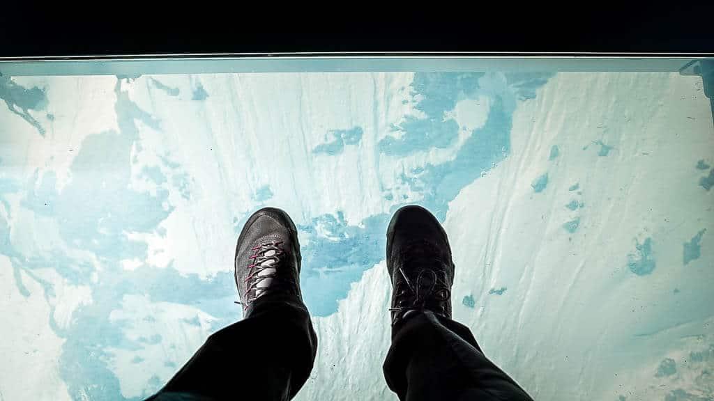 Glasboden in der Crystal Gondel der Bergbahn
