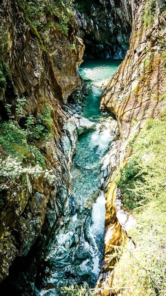 Zermatt Gornerschlucht mit türkisfarbenem Wasser