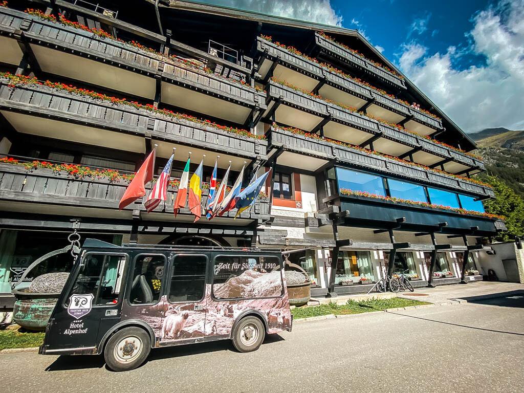 Wellness-Hotel Alpenhof in Zermatt mit hauseigenem Elektrotaxi