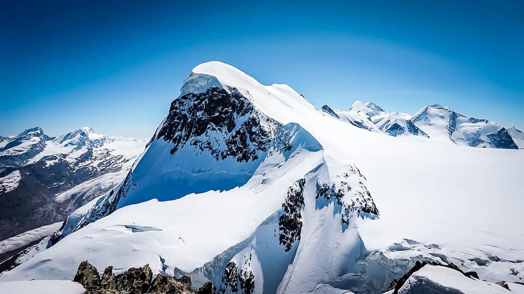 Das schneebedeckte Matterhorn von der Aussichtsplattform des Klein-Matterhorns