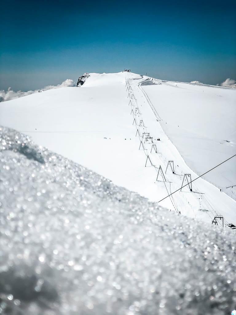 Skilift am Klein-Matterhorn - Schnee an der Matterhorn Glacier Experience