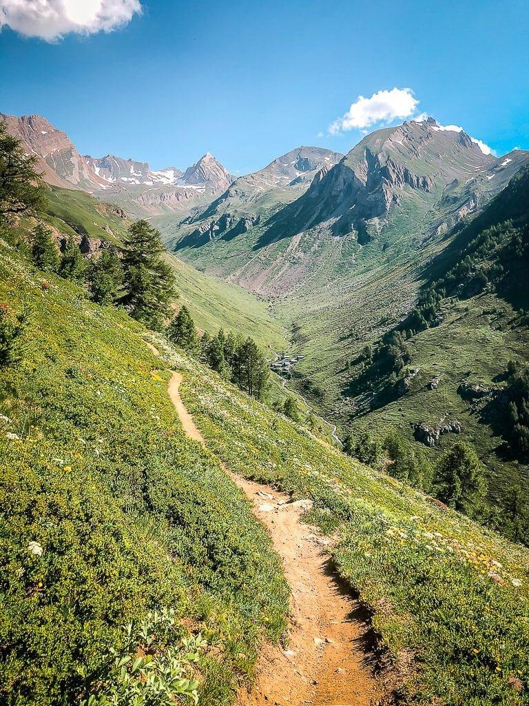 Leukerbad Biken Torrenttrail und alpine Bergkulisse