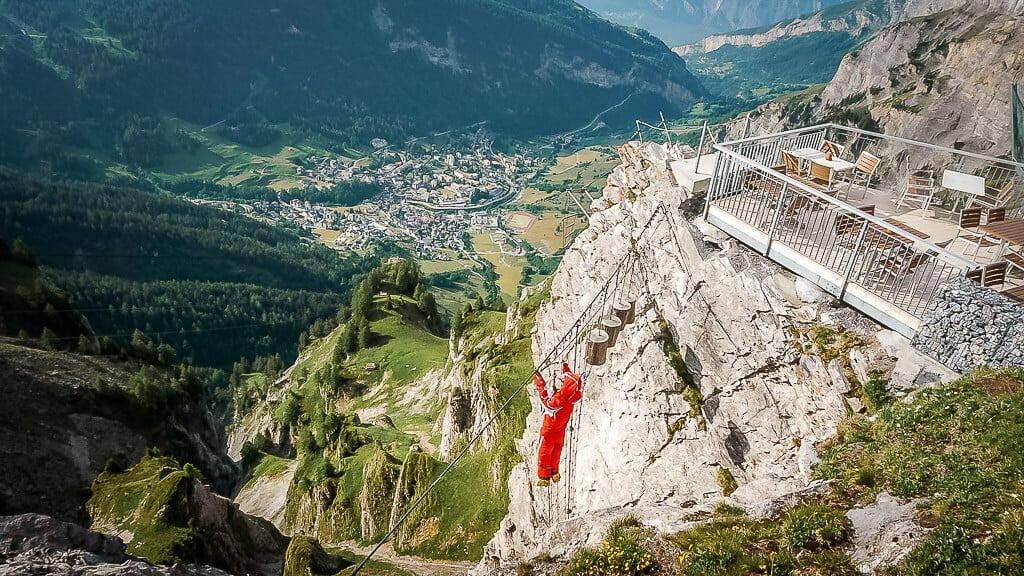Erlebnisklettersteig an der Gemmi Bergstation in Leukerbad mit Talblick