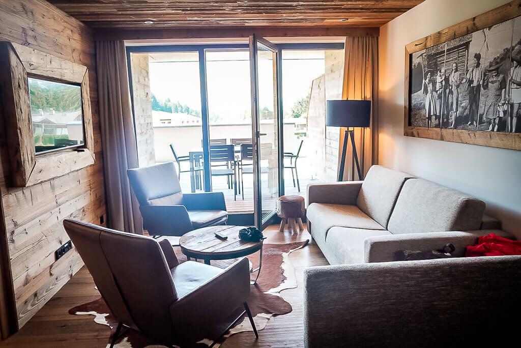 Wohnzimmer der Suite im Hotel Vaya Fieberbrunn