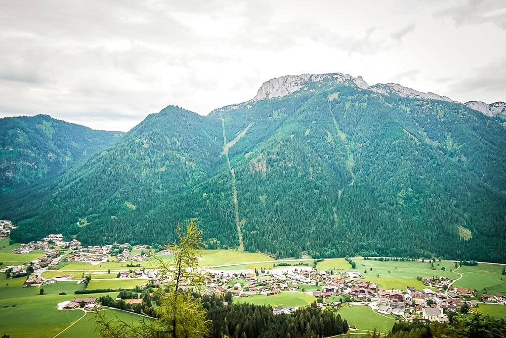 Blick auf die Steinplatte vom Waidringer Hausberg im Pillerseetal