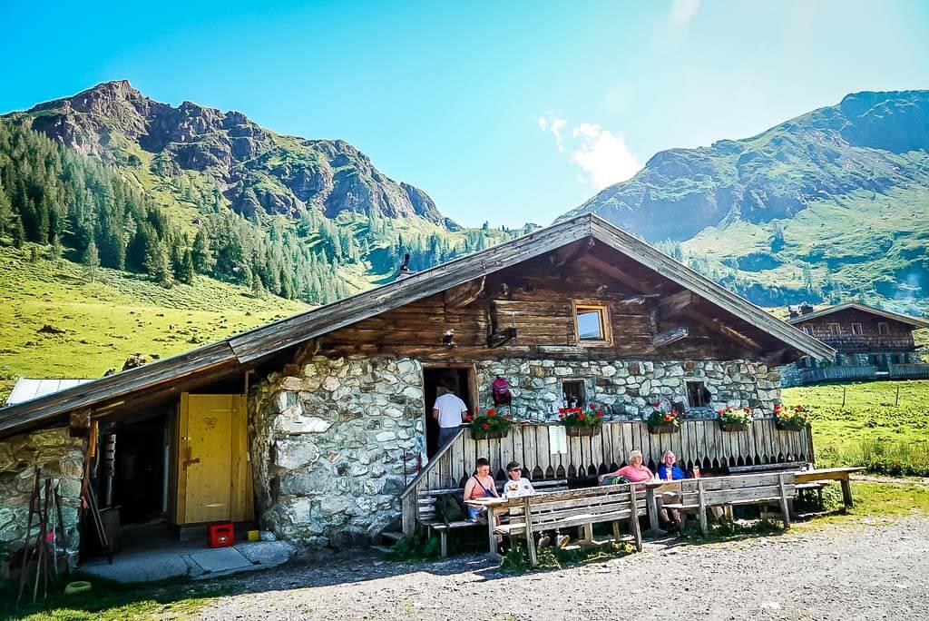 Urige Wildalm auf der WaiWi Mehrtagestour in den Kitzbüheler Alpen