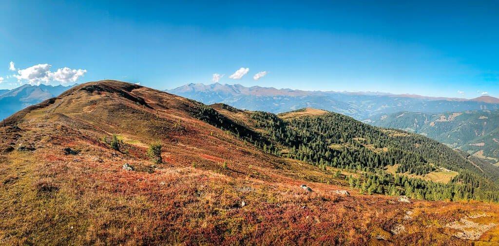 Bergpanorama in den Nockbergen auf dem Alpe-Adria-Trail