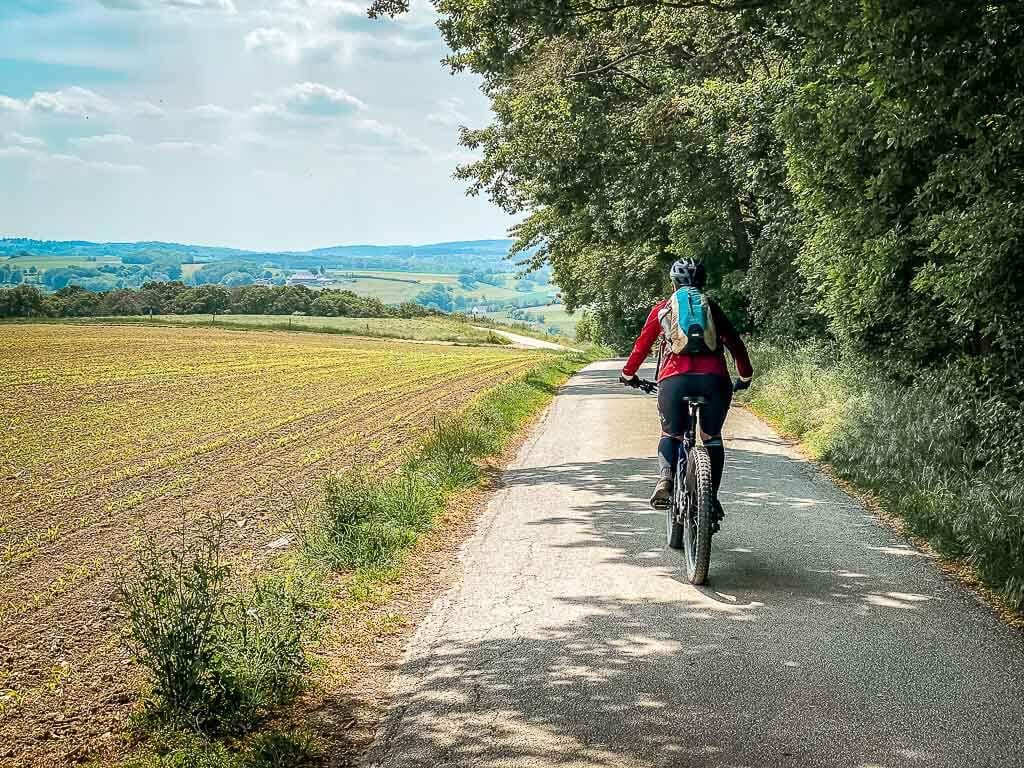 Couchflucht Sabrina Bechtold beim Mountainbiken in der Elfringhauser Schweiz