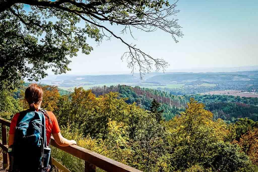 Couchflucht am Aussichtspunkt Roter Schuss auf dem Grünen Band im Naturpark Südharz