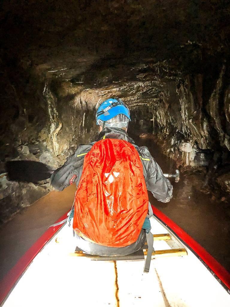 Kanufahrt unter Tage bei der Expedition Altbergbau im Röhrigschacht bei Wettelrode