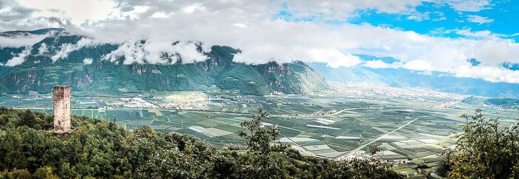 Wanderung von Meran zum Gardasee - Kreideturm, Etschtal und Ausblick auf Bozen in Südtirol