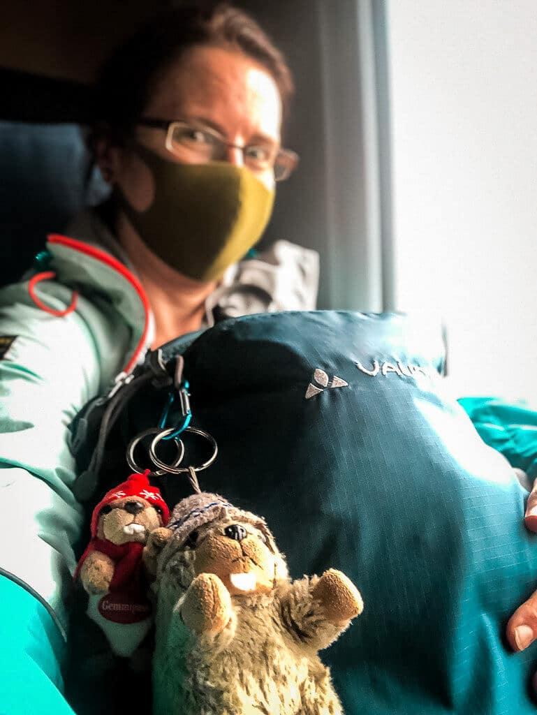 Couchflucht Sabrina Bechtold im Zug nach Meran