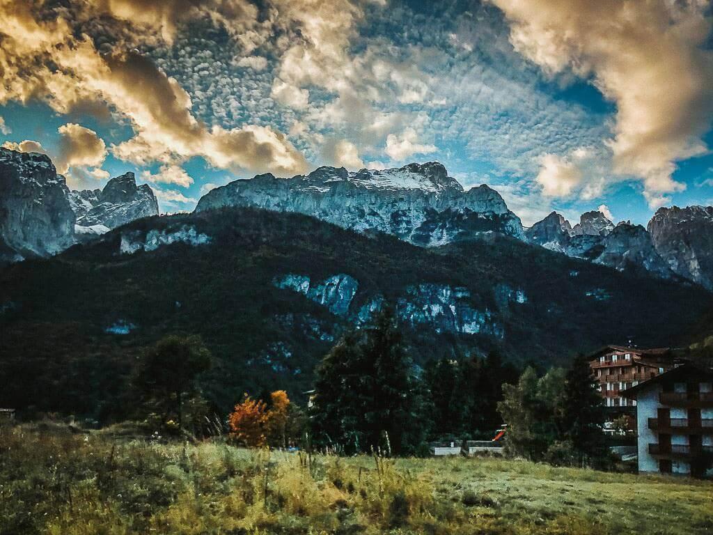 Ausblick auf das Massiv der Brenta Dolomiten von Molveno